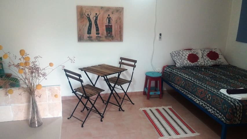 Cozy apartment in our peaceful yard - Ein Yahav - Appartement
