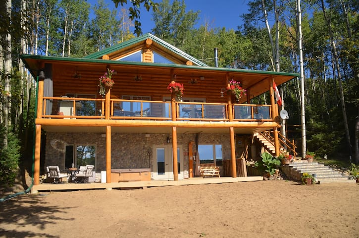 Beautiful lake front log cabin! - Dapp - Ev