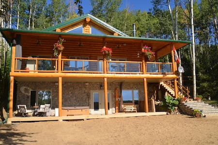 Beautiful lake front log cabin! - Dapp - Hus