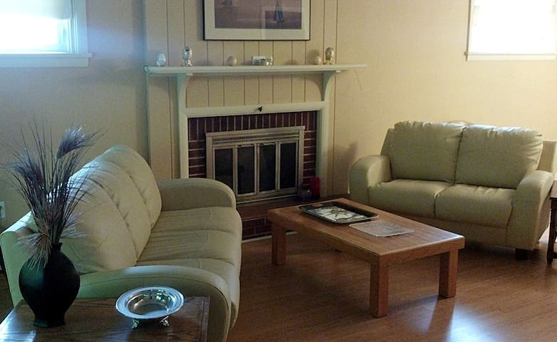 Nice 5 room 2 bath home near Downtown Penn State - ステートカレッジ - 一軒家