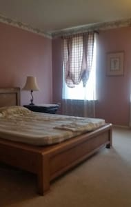 Fullsize bed with parking - North Wales