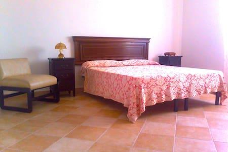 Room Sole  - Aurelios Domus B&B SS - Sassari - Bed & Breakfast