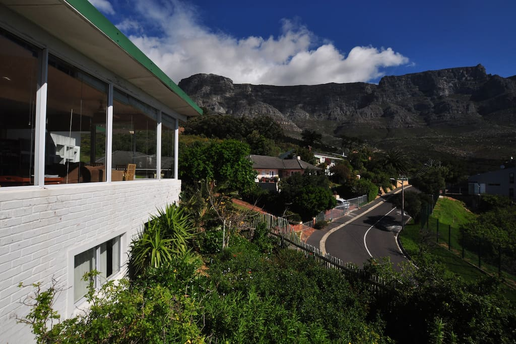 A house with an exceptional view of Table Mountain