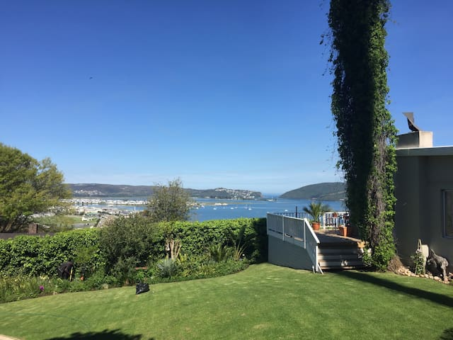 PRIVATE STUDIO WITH LAGOON VIEWS!! - SUPERHOSTS!! - Knysna - Flat