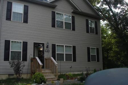 Medium size rm Clean spacious house - New Castle