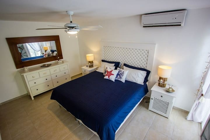 1bedroom + 1bathroom+ sofa bed with Private Beach
