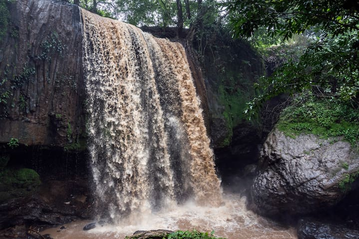 100ft tall waterfall