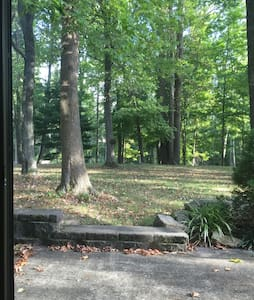 Wooded get-away btwn NYC and PHILLY- epic backyard - Monroe Township - Appartement