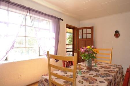 Sweet Vintage Home Near Plaza - Santa Fe - House