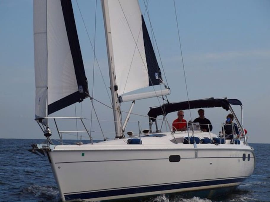 Own your own private yacht for a day, weekend, or week, the Isabelle Madison is a very comfortable accommodation, conveniently docked at the Annapolis  Charthouse, nearby are great restaurants from local pubs, yacht clubs,  boater's hangouts to name brand  steak and seafood houses.