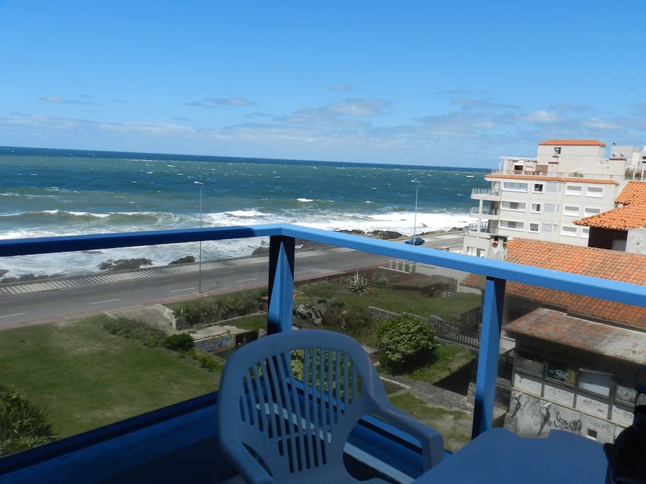 Balcón planta inferior, saliendo del living