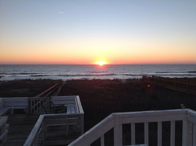 Beautiful oceanfront home - Kure Beach - House