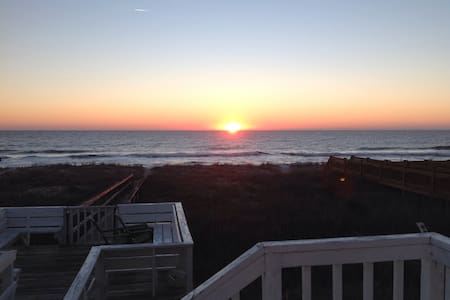 Beautiful oceanfront home - Kure Beach - Casa