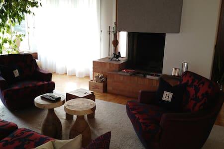 Villa am Park, 8853 Lachen SZ - Lachen - Huis