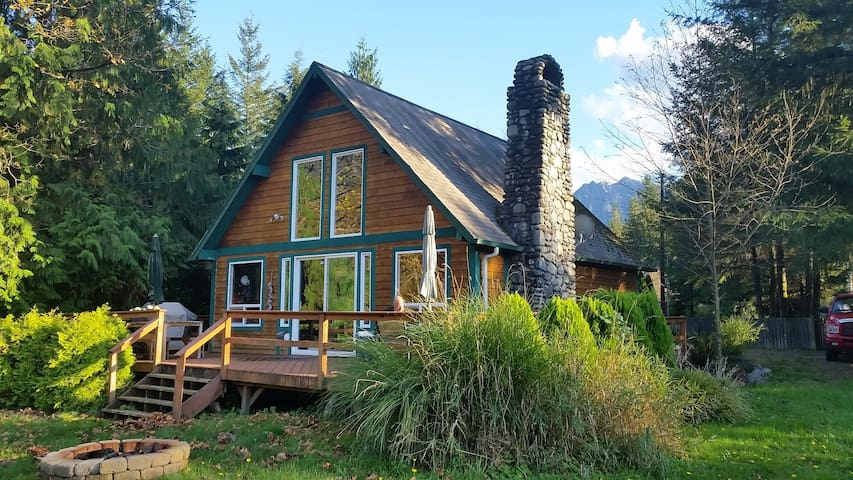 Cable Cabin Mountain Retreat - Gold Bar - House