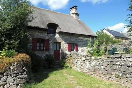 Chaumière du Plateau de Millevaches - Millevaches - Huis