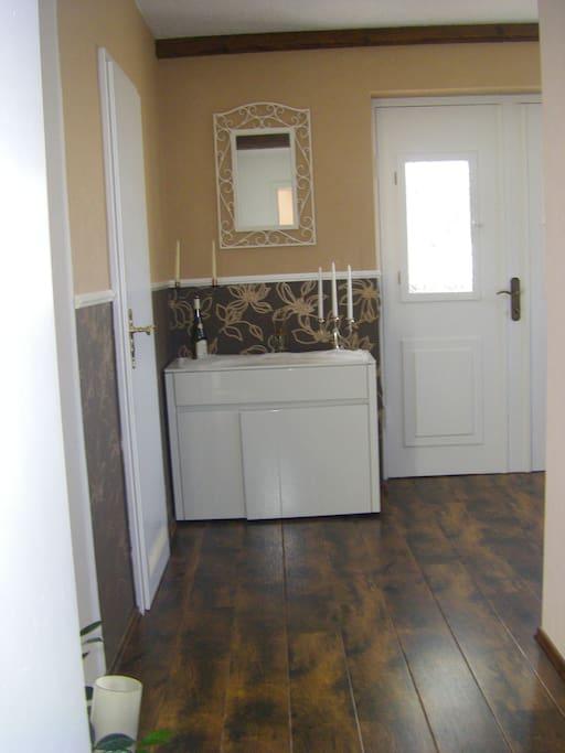 30 qm zimmer mit gaubenfenster h user zur miete in l beck schleswig holstein deutschland. Black Bedroom Furniture Sets. Home Design Ideas