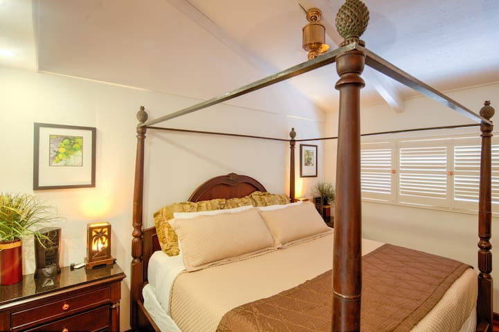 Bedroom has Vaulted Ceiling, King-size Poster Bed, Ceiling Fan