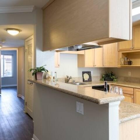 Optimally-located 2/2 Luxury Condo - Escondido - Apto. en complejo residencial