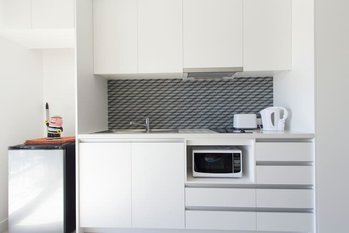 HEART OF FREMANTLE, FREE PARKING, SLEEPS 3. CLEAN!