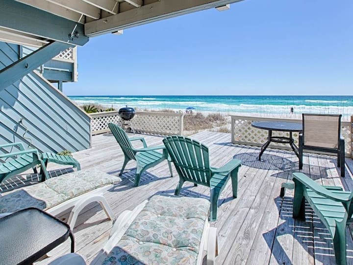 Stunning Townhome, Gulf-front balcony, Beach setup included,