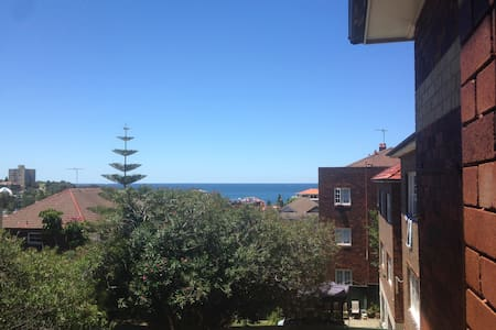3 minutes walk to Coogee beach