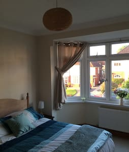 B&B double room - near to train st - Newport