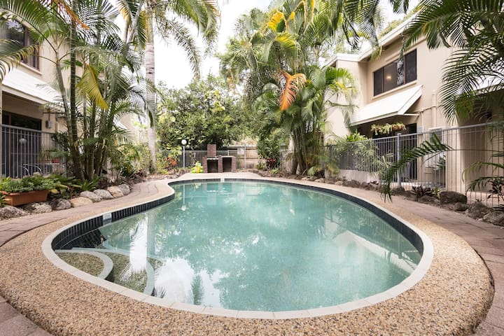 Recently renovated 2BDR Townhouse - Cairns North - Townhouse