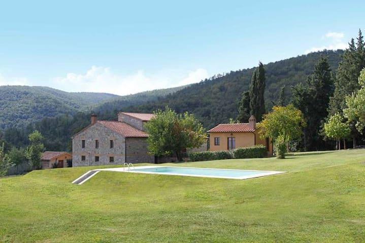 Casa 4 apart+ 2 dependance, piscina - Palazzone - House