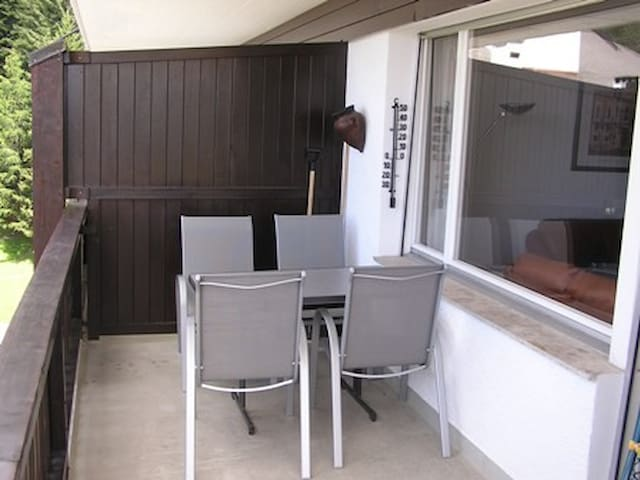 Balkon mit Bestuhlung