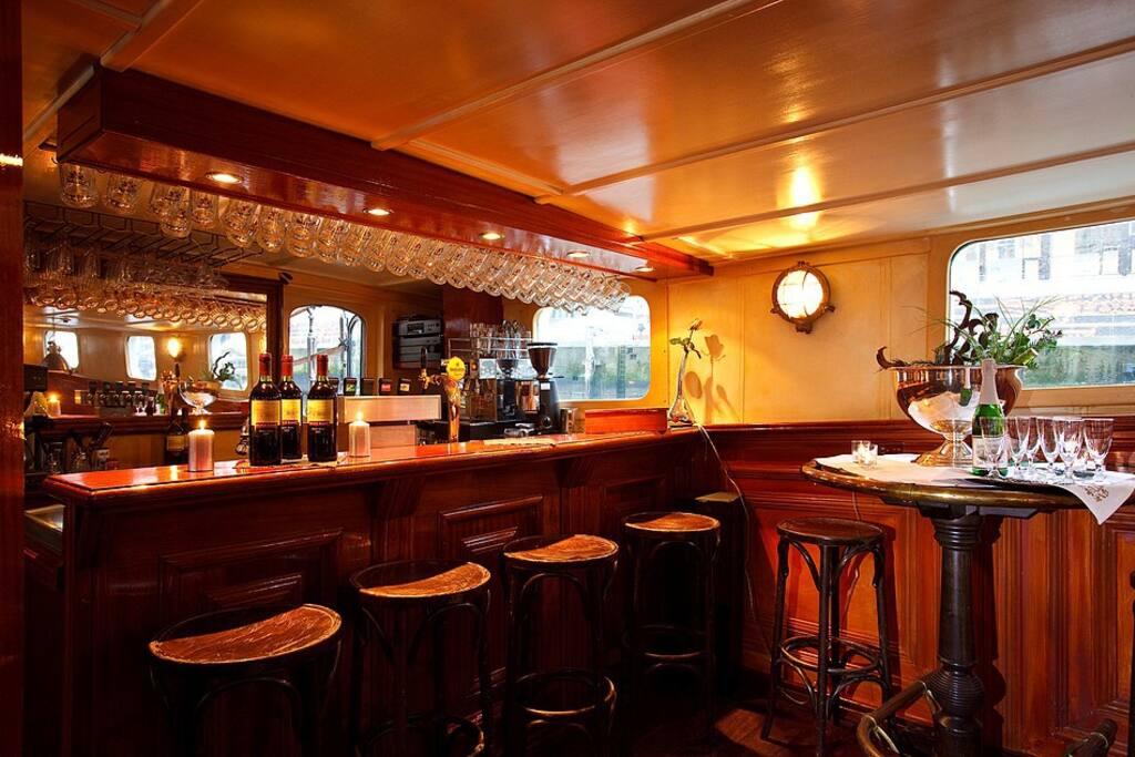 Die schöne Bar.