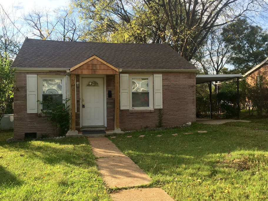Quiet neighborhood close to East Nashville hot spots and downtown!