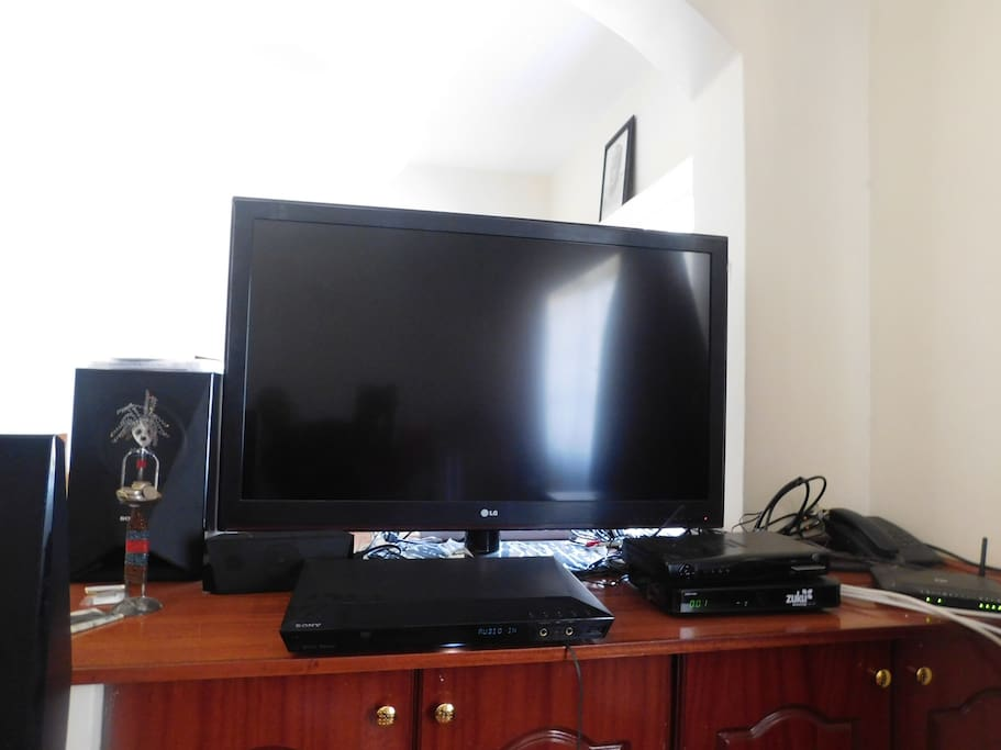 "42"" TV with cable, DVD player, home theatre and X-box"