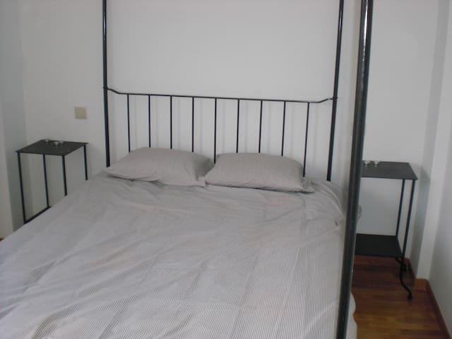 Master bedroom w/ensuite bath