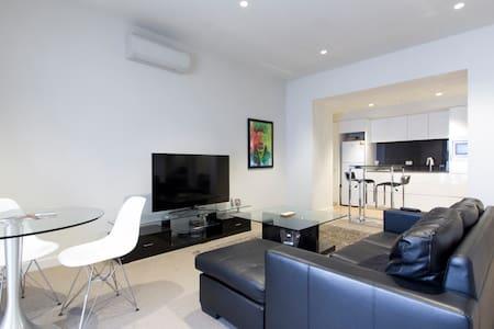 Contemporary Living in heart of Melbourne CBD - Melbourne