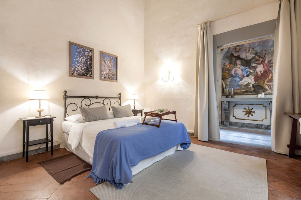 The master suite from which you can relax and admire the private chapel, dated to the 15th century and revealed only in the last 20 years.