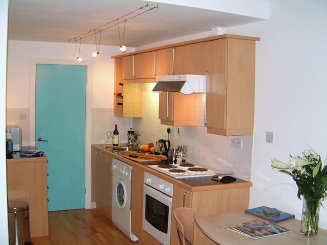 Short Term Rentals - Macclesfield - Casa