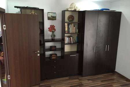 Quiet Poolside Apartment in Ilfov - Ștefăneștii de Jos