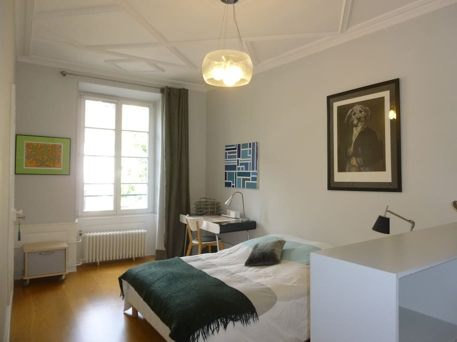 Luxueuse chambre centre ville vue cath drale for Chambre luxueuse