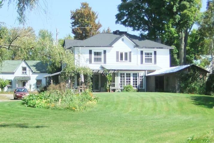 SE en-suite, Dominion House Newboro - Newboro - Bed & Breakfast