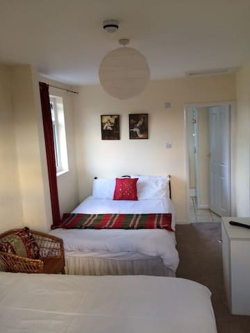 Number 19 Guesthouse - Room 1 - Dalton-in-Furness - Bed & Breakfast
