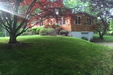 4 Bed Mid Century Modern Ranch w/ Deck & Jacuzzi - Shelter Island - Haus