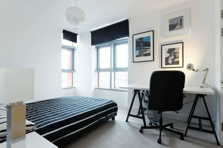 Modern Flat-Double En-suite Bedroom - London - Apartmen