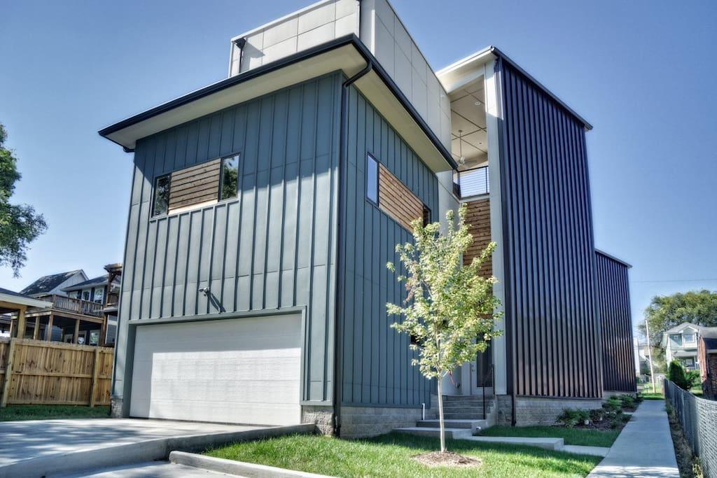 3 level modern home rooftop maisons louer for New modern homes nashville tn