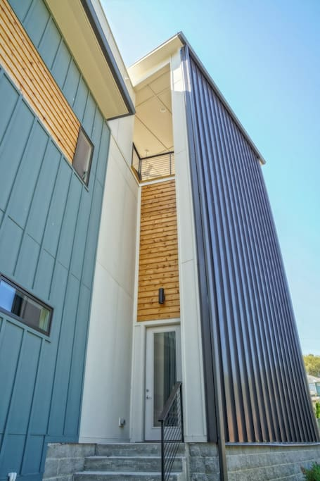 3 level modern home rooftop houses for rent in for New modern homes nashville tn
