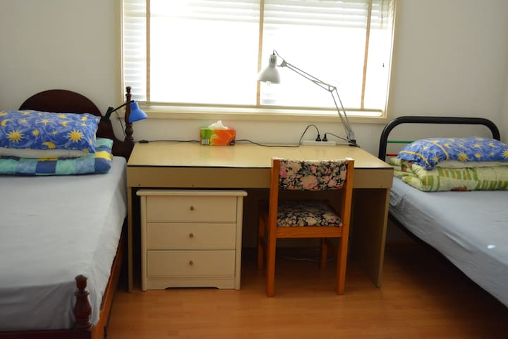 Double room for 1, 2, even 3 guests - Toongabbie - House