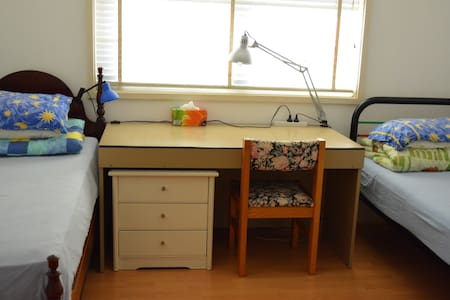 Double room for 1, 2, even 3 guests - Toongabbie