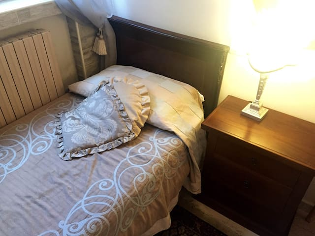 Single Room @ Villa Lucia - Novara - Hus