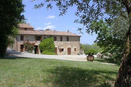 Characteristic Tuscany farmhouse - Casa