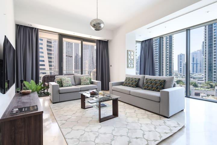 Spacious 2BR Dubai Marina Apartment, Amazing Location!